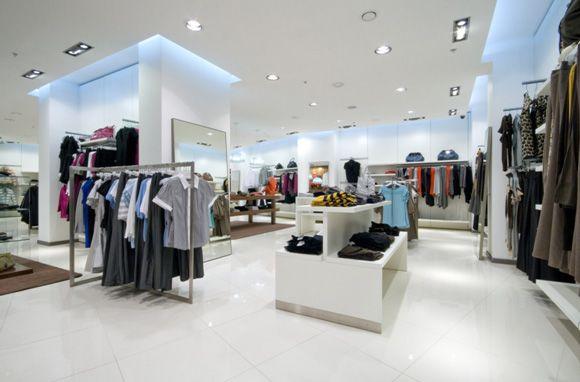 LED освещение в магазине одежды