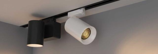 Трековые светильники на натяжном потолке