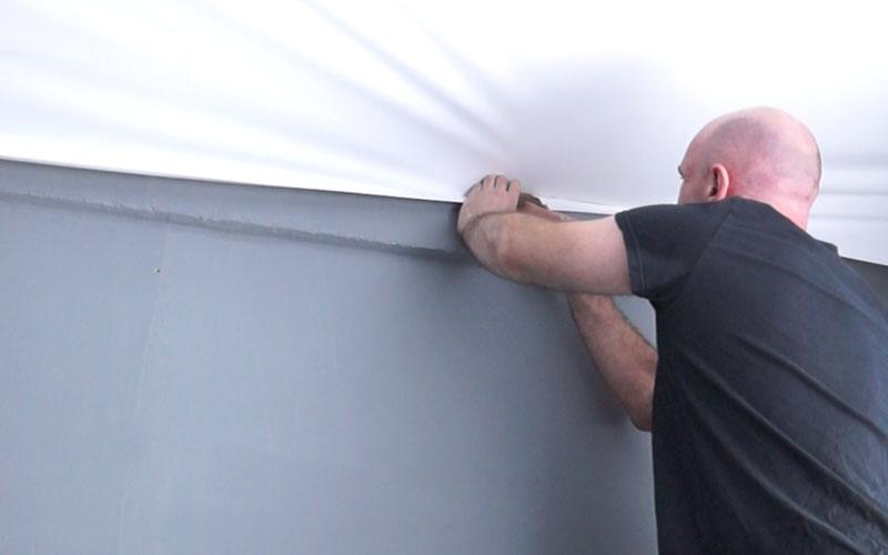 монтаж натяжного покрытия потолка